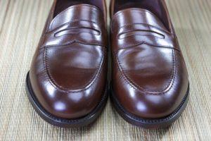 Nahaufnahme des Herren braun modische Penny Loafer Zehenspitzen