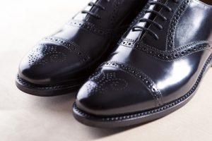mens schwarz semi-brogue schnürt oxfords shoes. diagonal compositio