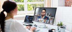 Foto Online Videokonferenz (Outfit beim Bewerbungsgespräch)